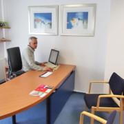 Sprechzimmer Dr. med. Jeries Khalil, Sande, Facharzt für Innere Medizin, Hausarzt, Landkreis Friesland, Ernährungsmedizin, Männermedizin, Rettungsmedizin, Reisemedizin